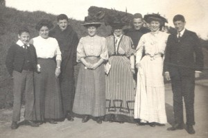 Downside 1908: Dickie, Daisy, Tancred with Arthur extreme right